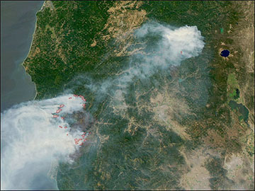 Aerial photo of smoke from Oregon and California wildfires, 2002