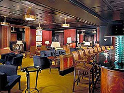 Cigar bar in Chicago. Photo courtesy the Peninsula Hotel of Chicago.