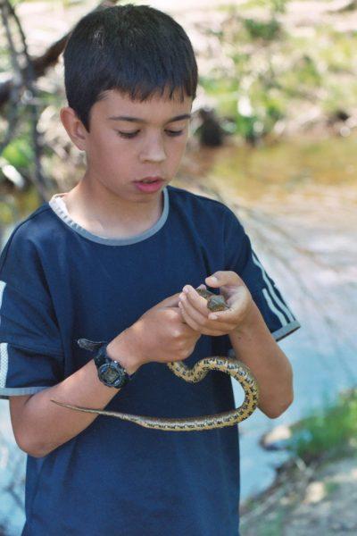 Young Mario catches a snake